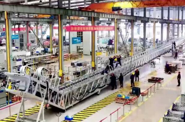 国内最chang高铁fu梯建造wan工