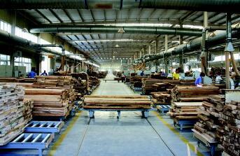 家具工厂车jian实现标准化liu水线作业